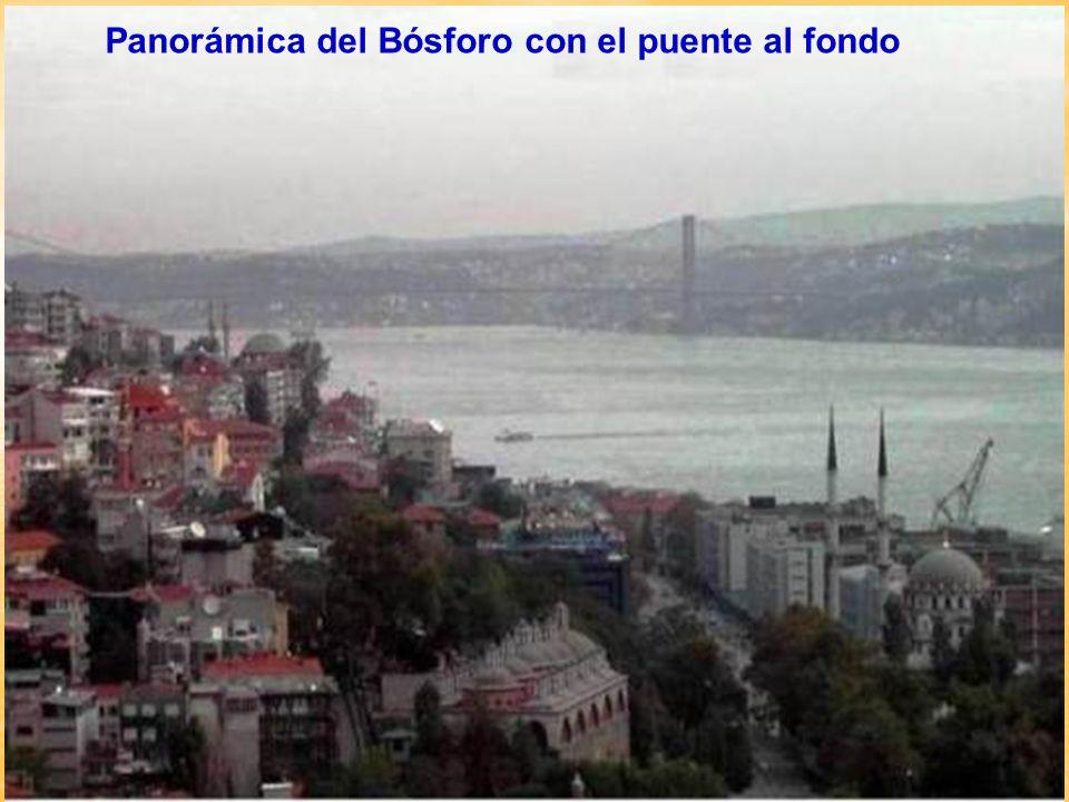 Panorámica del Bósforo con el puente al fondo