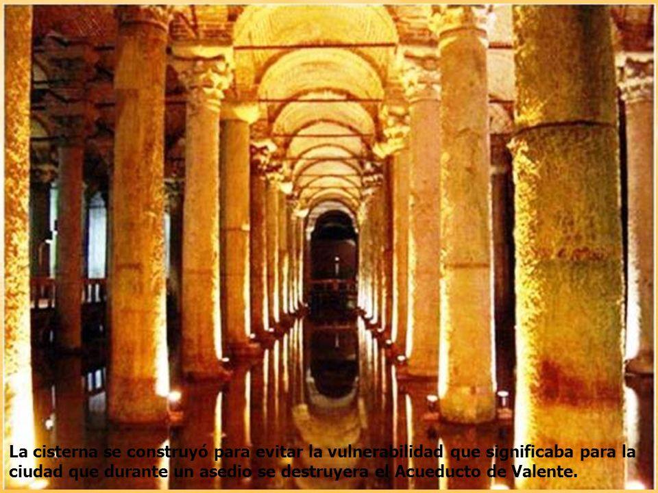 La cisterna se construyó para evitar la vulnerabilidad que significaba para la ciudad que durante un asedio se destruyera el Acueducto de Valente.