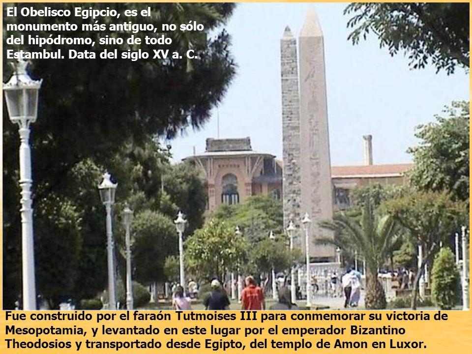 El Obelisco Egipcio, es el monumento más antiguo, no sólo del hipódromo, sino de todo Estambul. Data del siglo XV a. C.