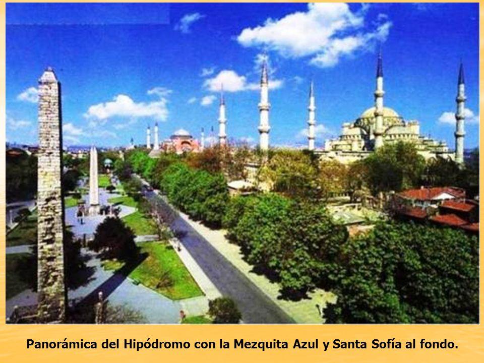 Panorámica del Hipódromo con la Mezquita Azul y Santa Sofía al fondo.