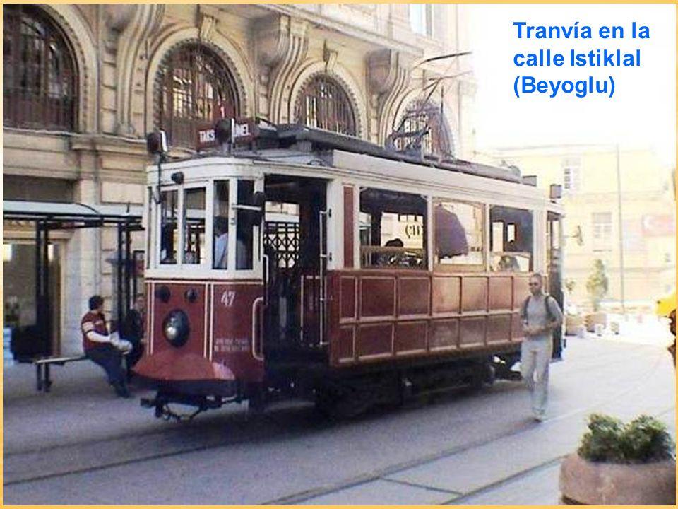 Tranvía en la calle Istiklal (Beyoglu)