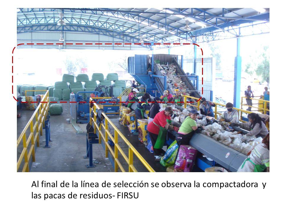 Al final de la línea de selección se observa la compactadora y las pacas de residuos- FIRSU