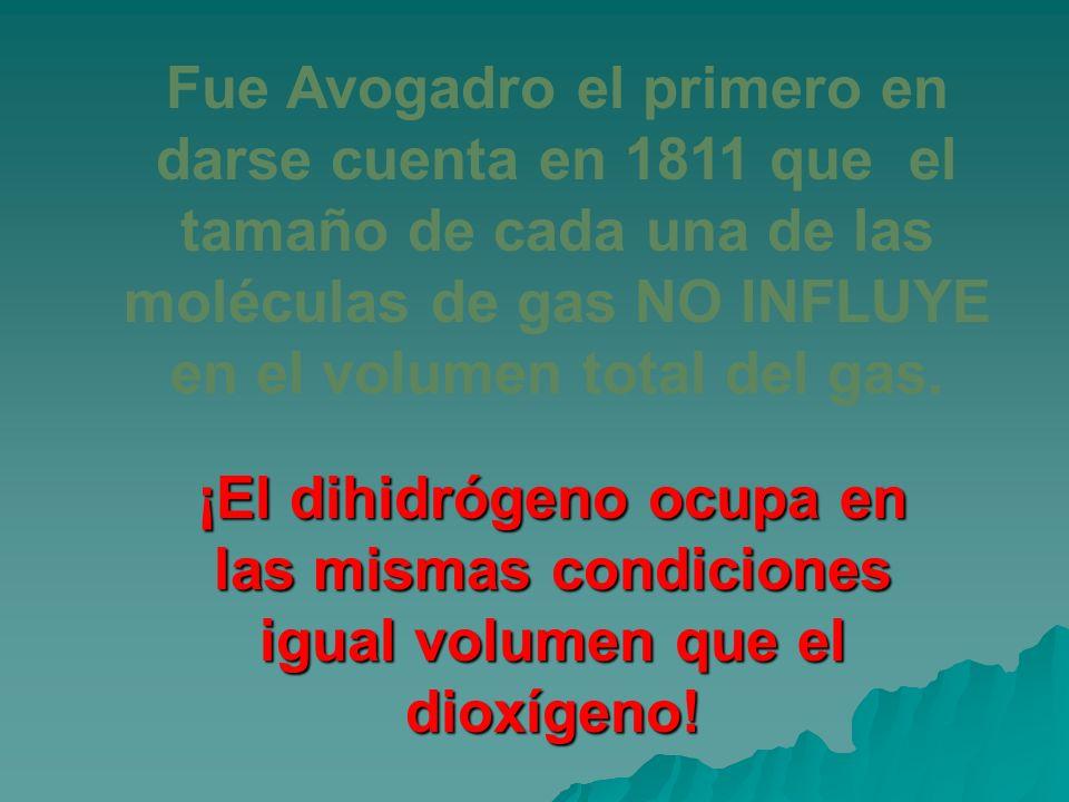 Fue Avogadro el primero en darse cuenta en 1811 que el tamaño de cada una de las moléculas de gas NO INFLUYE en el volumen total del gas.