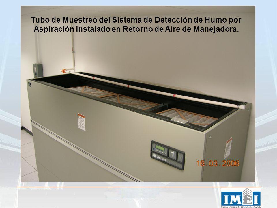 Tubo de Muestreo del Sistema de Detección de Humo por Aspiración instalado en Retorno de Aire de Manejadora.