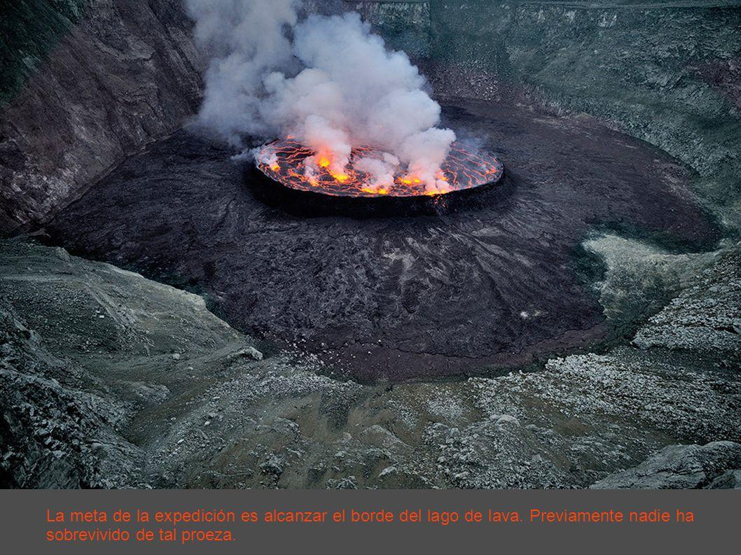 La meta de la expedición es alcanzar el borde del lago de lava