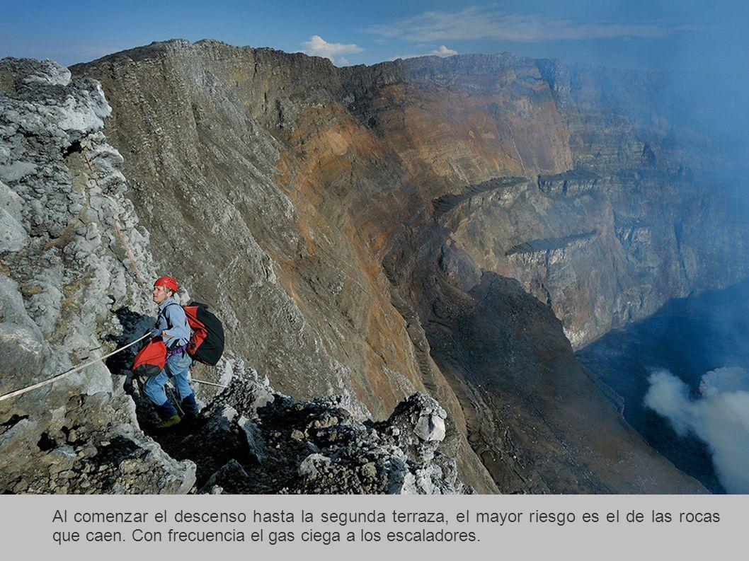 Al comenzar el descenso hasta la segunda terraza, el mayor riesgo es el de las rocas que caen.