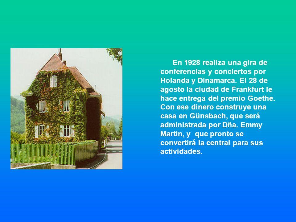 En 1928 realiza una gira de conferencias y conciertos por Holanda y Dinamarca.