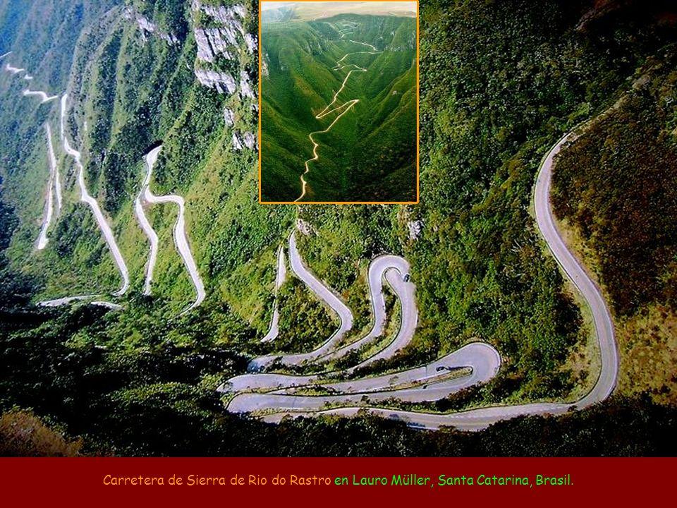 Carretera de Sierra de Rio do Rastro en Lauro Müller, Santa Catarina, Brasil.