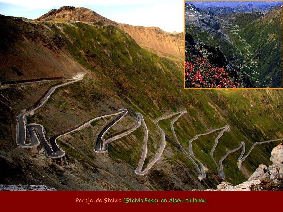 Pasaje de Stelvio (Stelvio Pass), en Alpes italianos.
