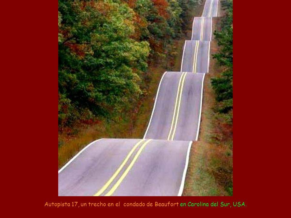 Autopista 17, un trecho en el condado de Beaufort en Carolina del Sur, USA.