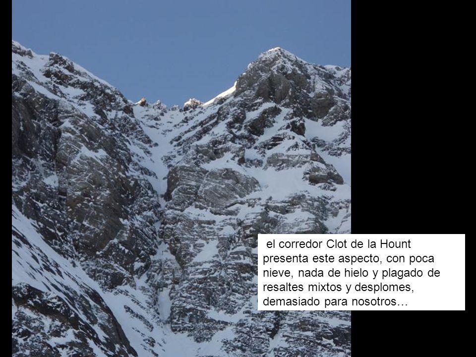 el corredor Clot de la Hount presenta este aspecto, con poca nieve, nada de hielo y plagado de resaltes mixtos y desplomes, demasiado para nosotros…