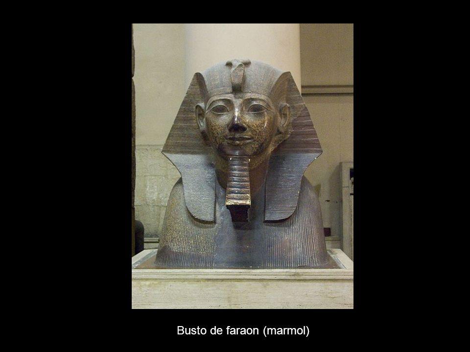 Busto de faraon (marmol)