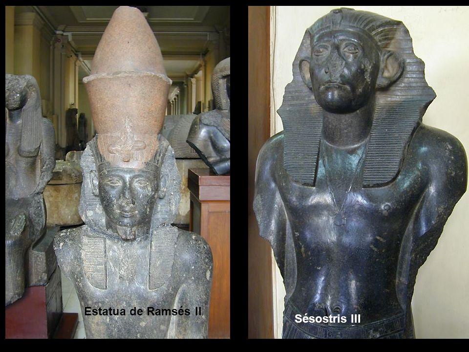 Estatua de Ramsés II Sésostris III