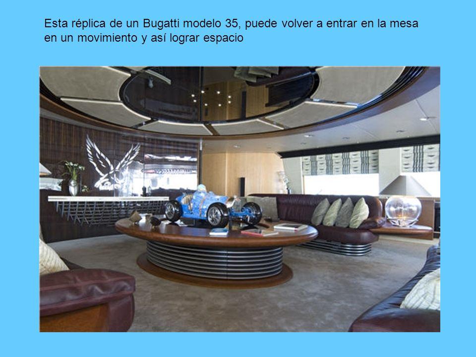 Esta réplica de un Bugatti modelo 35, puede volver a entrar en la mesa en un movimiento y así lograr espacio