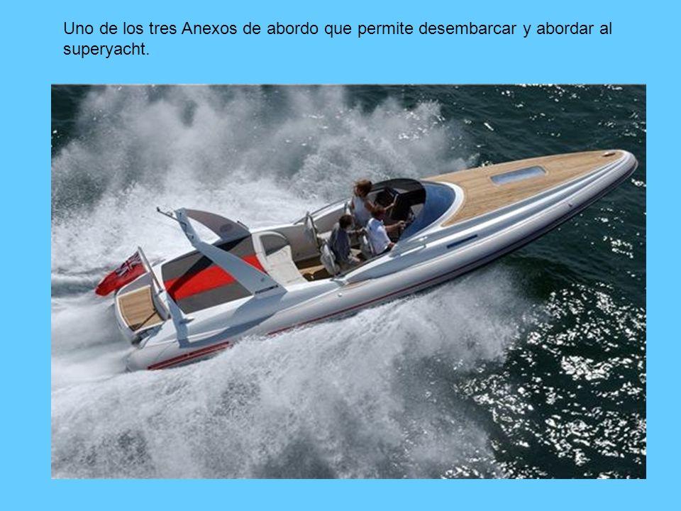 Uno de los tres Anexos de abordo que permite desembarcar y abordar al superyacht.