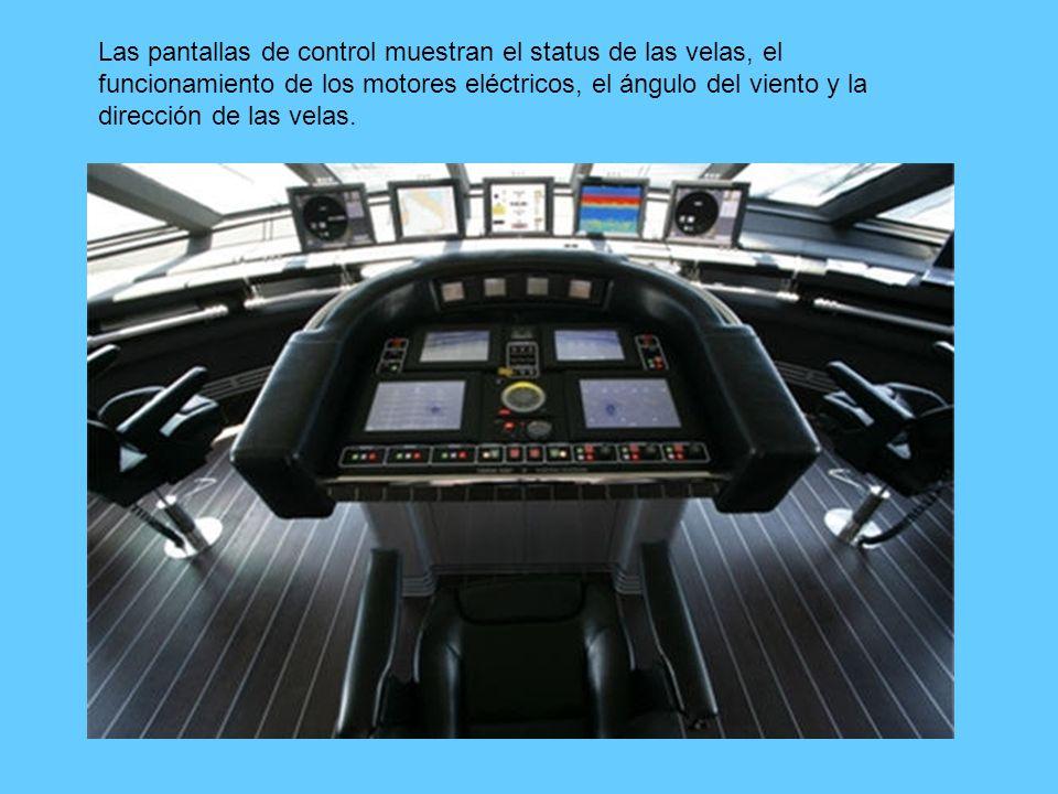 Las pantallas de control muestran el status de las velas, el funcionamiento de los motores eléctricos, el ángulo del viento y la dirección de las velas.