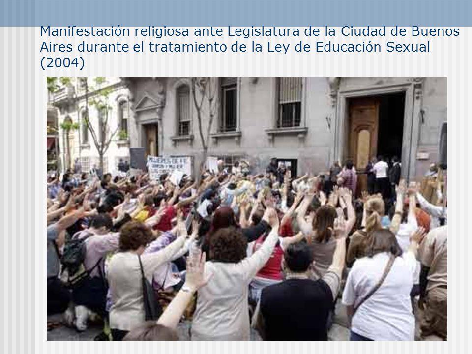 Manifestación religiosa ante Legislatura de la Ciudad de Buenos Aires durante el tratamiento de la Ley de Educación Sexual (2004)