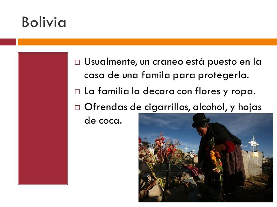 Bolivia Usualmente, un craneo está puesto en la casa de una famila para protegerla. La familia lo decora con flores y ropa.