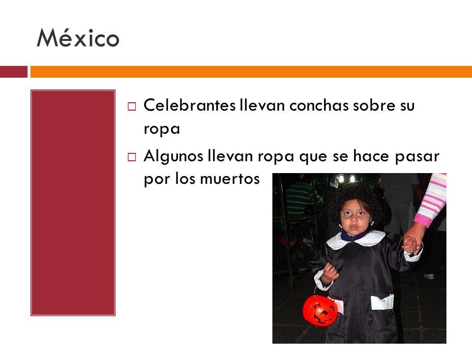 México Celebrantes llevan conchas sobre su ropa