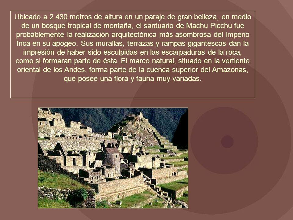 Ubicado a 2.430 metros de altura en un paraje de gran belleza, en medio de un bosque tropical de montaña, el santuario de Machu Picchu fue probablemente la realización arquitectónica más asombrosa del Imperio Inca en su apogeo.