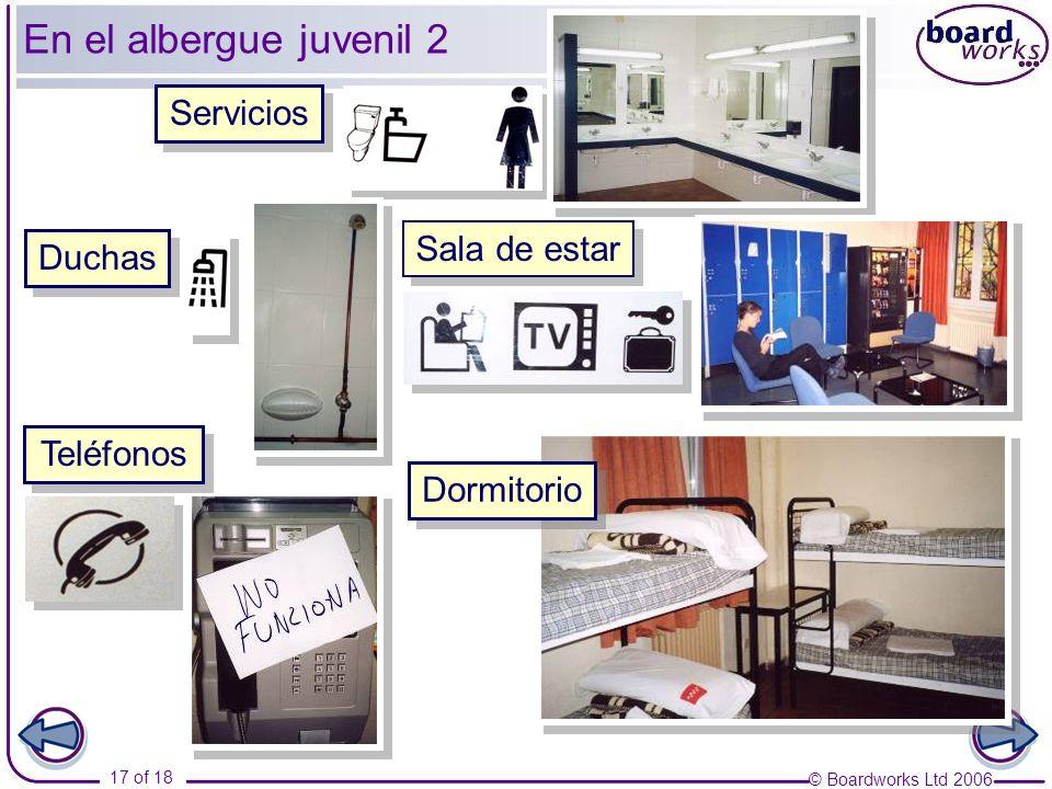 En el albergue juvenil 2 Servicios Sala de estar Duchas Teléfonos