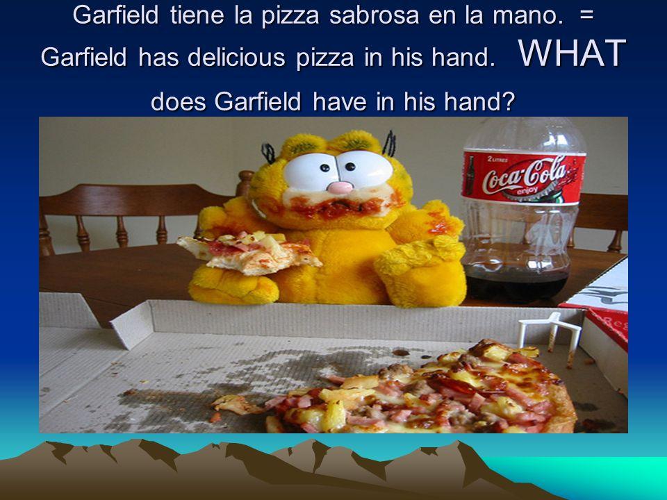 Garfield tiene la pizza sabrosa en la mano