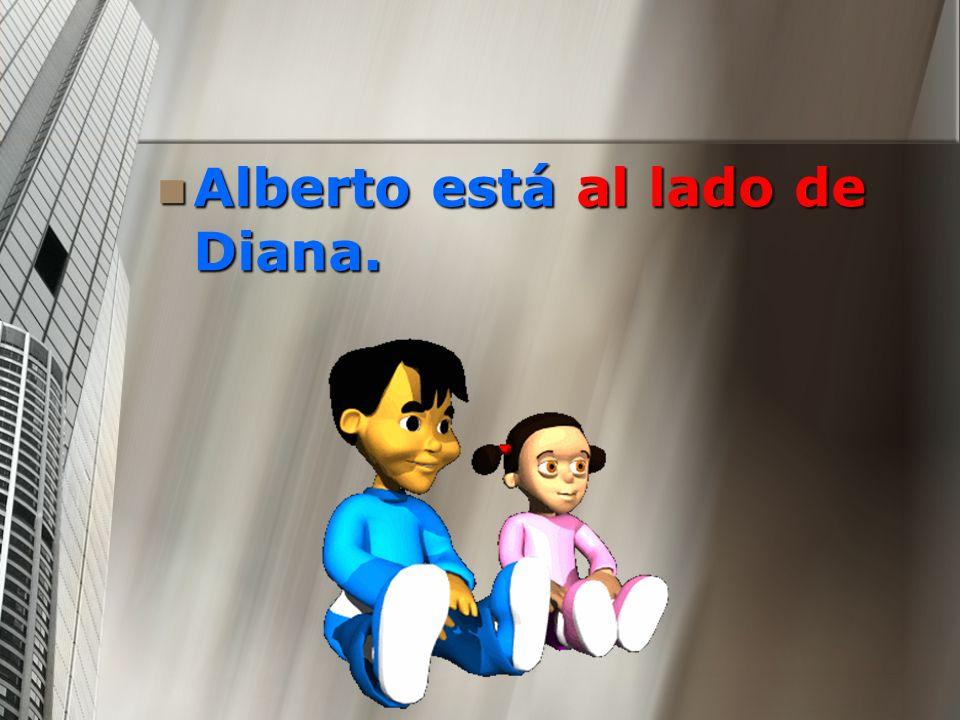 Alberto está al lado de Diana.