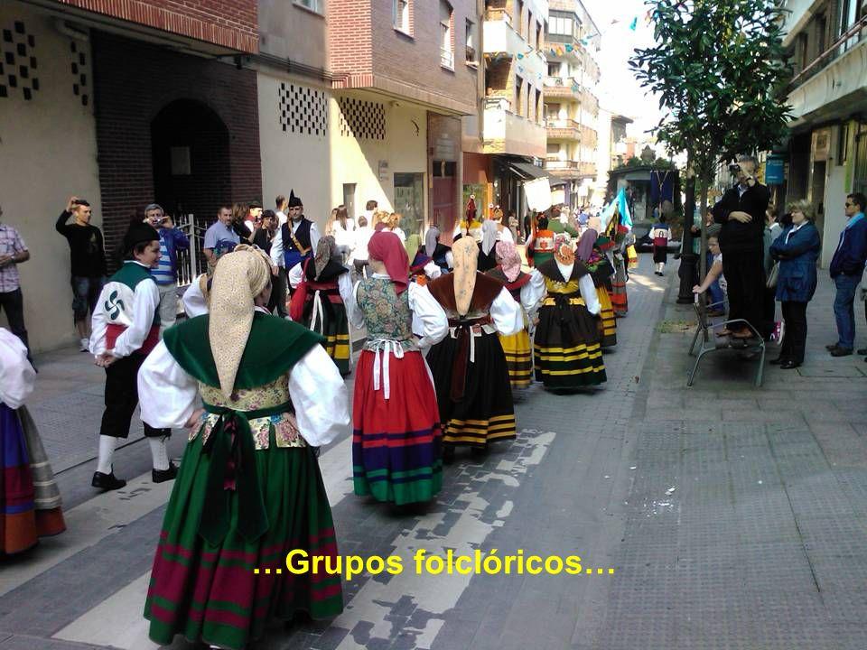 …Grupos folclóricos…