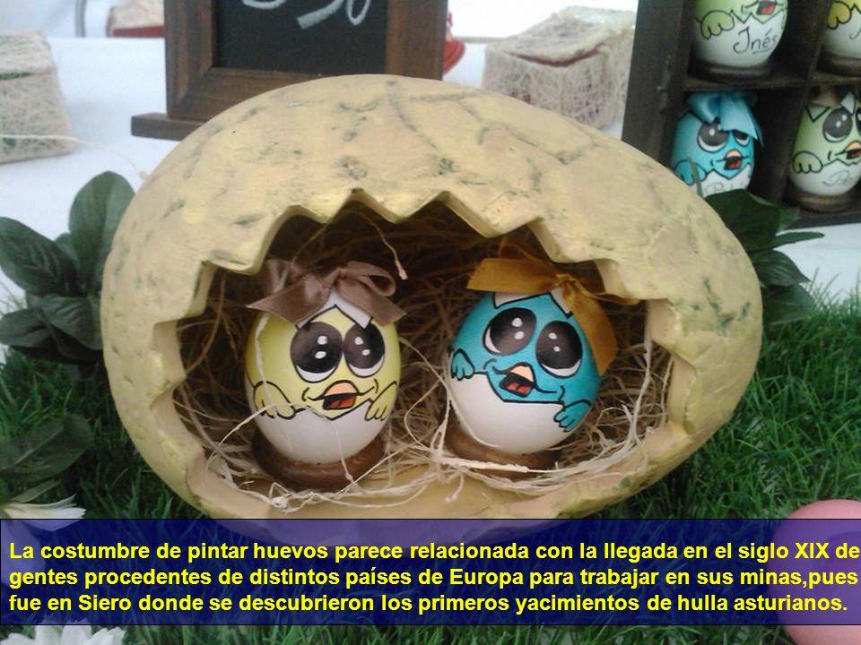 La costumbre de pintar huevos parece relacionada con la llegada en el siglo XIX de gentes procedentes de distintos países de Europa para trabajar en sus minas,pues fue en Siero donde se descubrieron los primeros yacimientos de hulla asturianos.