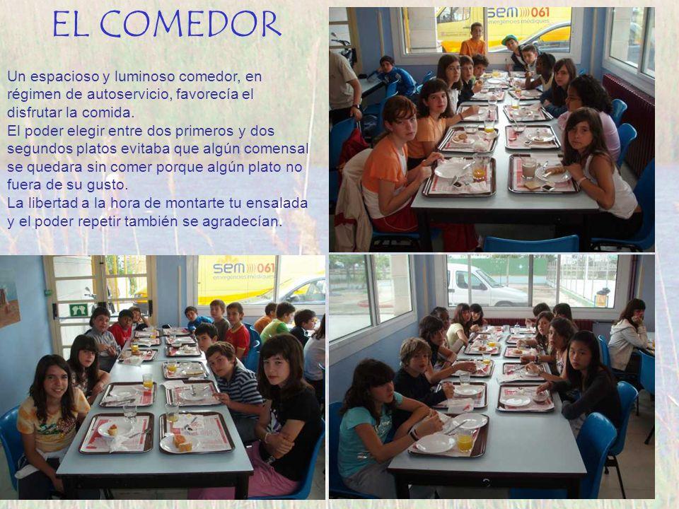 EL COMEDOR Un espacioso y luminoso comedor, en régimen de autoservicio, favorecía el disfrutar la comida.