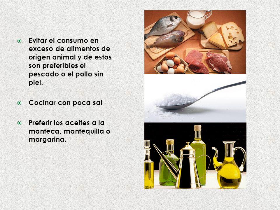 Evitar el consumo en exceso de alimentos de origen animal y de estos son preferibles el pescado o el pollo sin piel.