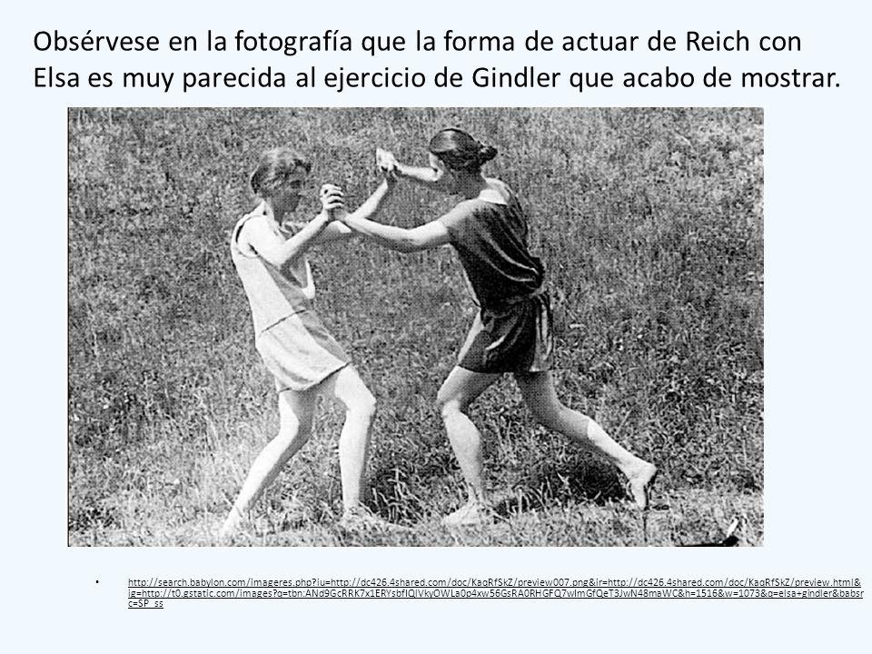 Obsérvese en la fotografía que la forma de actuar de Reich con Elsa es muy parecida al ejercicio de Gindler que acabo de mostrar.