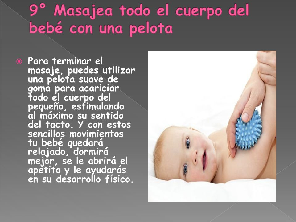 9° Masajea todo el cuerpo del bebé con una pelota