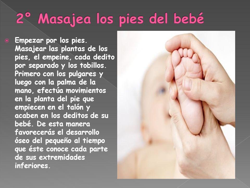 2° Masajea los pies del bebé