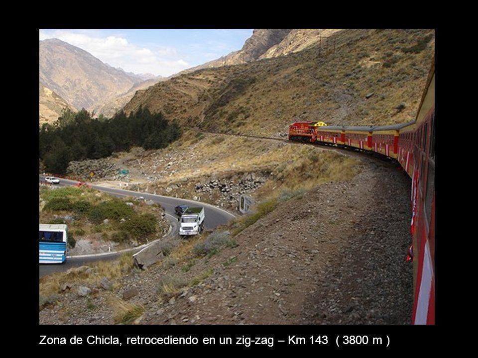 Zona de Chicla, retrocediendo en un zig-zag – Km 143 ( 3800 m )