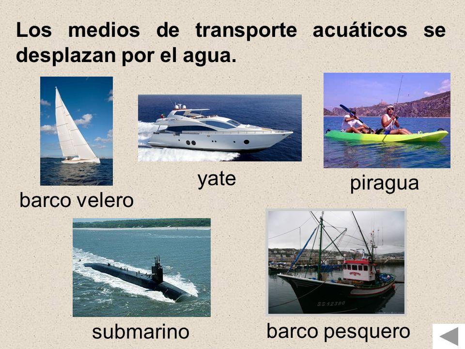 Los medios de transporte acuáticos se desplazan por el agua.