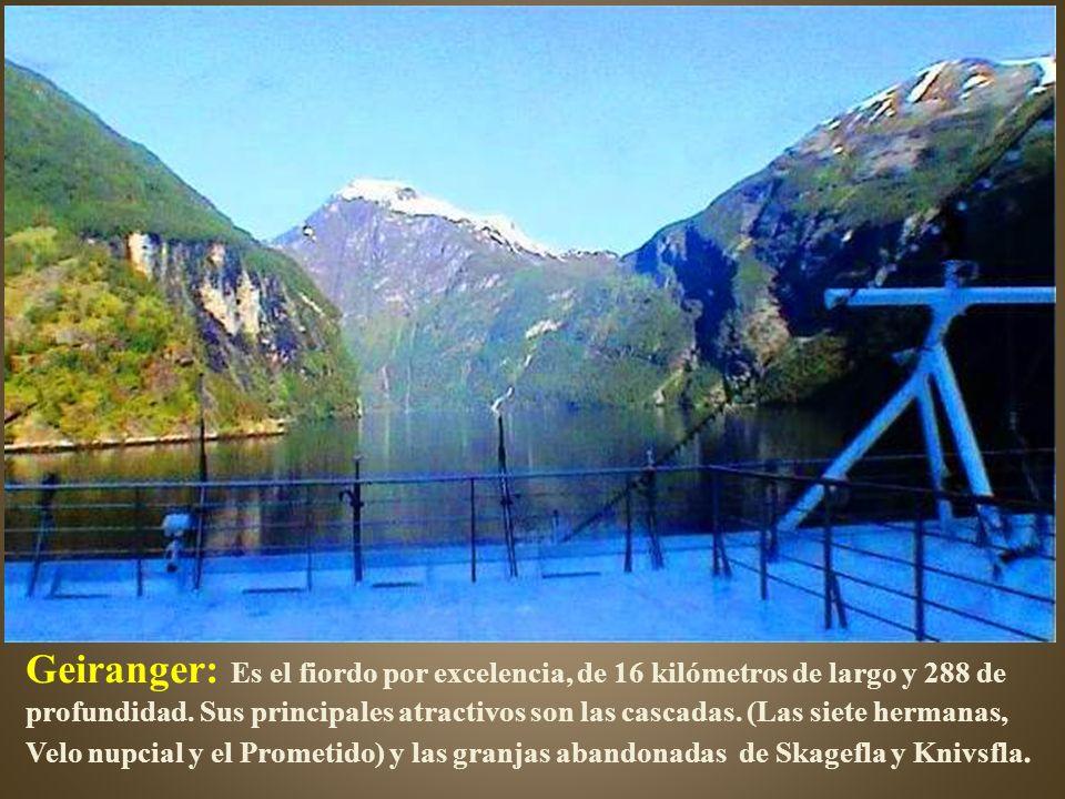 Geiranger: Es el fiordo por excelencia, de 16 kilómetros de largo y 288 de profundidad.