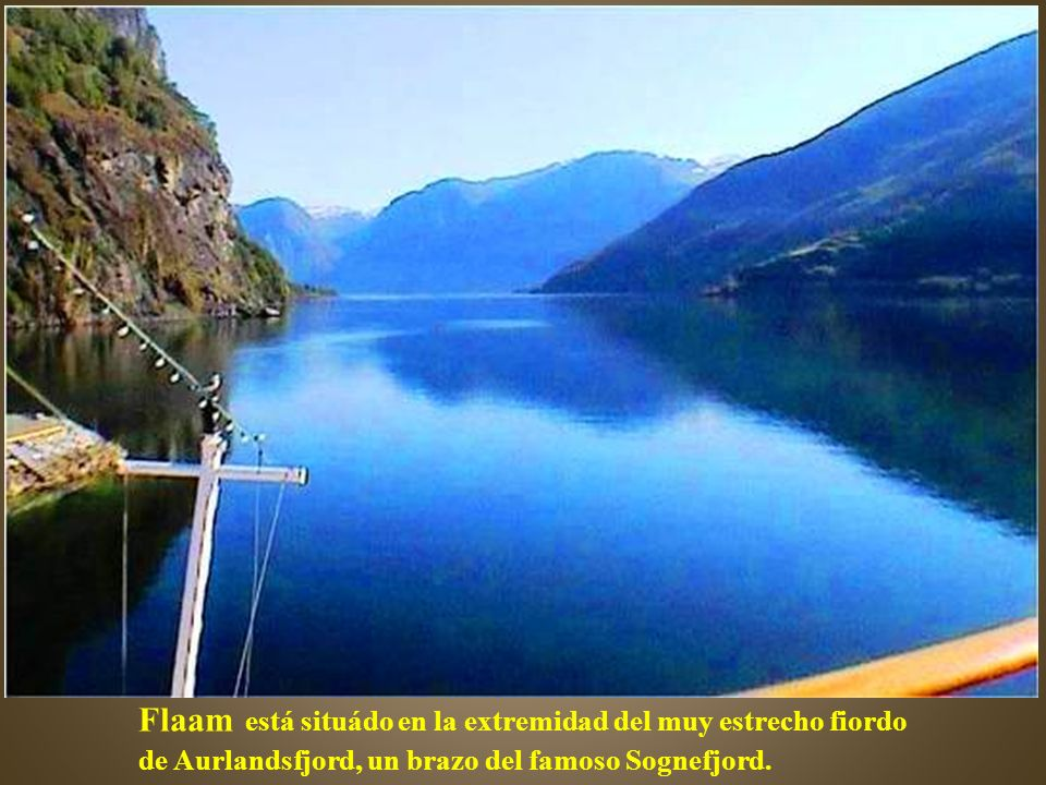 Flaam está situádo en la extremidad del muy estrecho fiordo de Aurlandsfjord, un brazo del famoso Sognefjord.