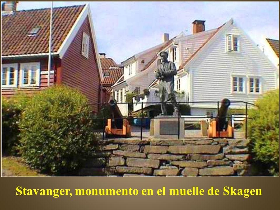 Stavanger, monumento en el muelle de Skagen