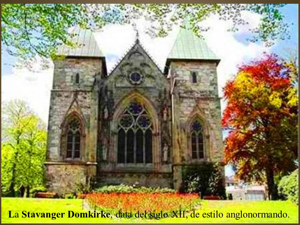 La Stavanger Domkirke, data del siglo XII, de estilo anglonormando.