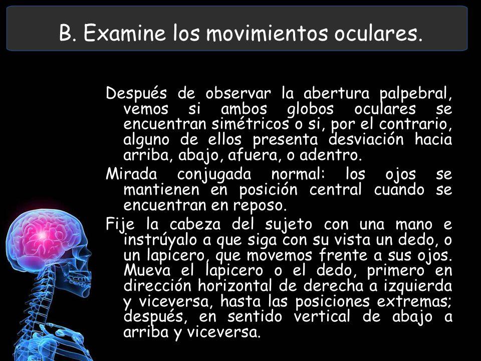 B. Examine los movimientos oculares.