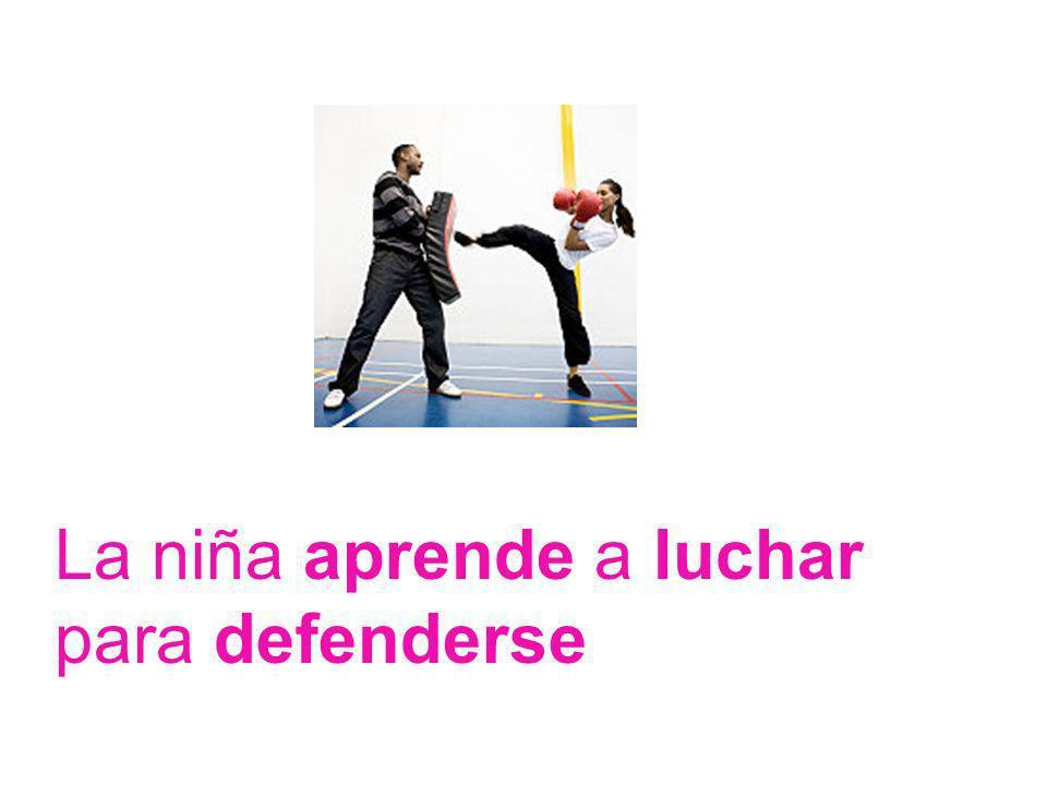 La niña aprende a luchar para defenderse