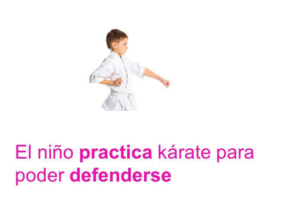 El niño practica kárate para poder defenderse