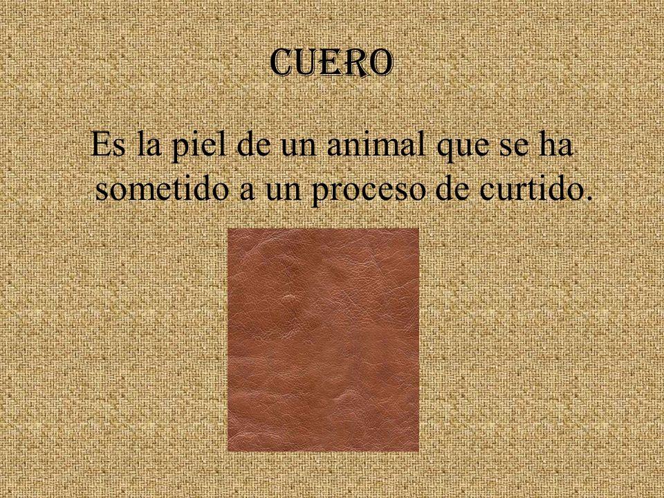 Es la piel de un animal que se ha sometido a un proceso de curtido.