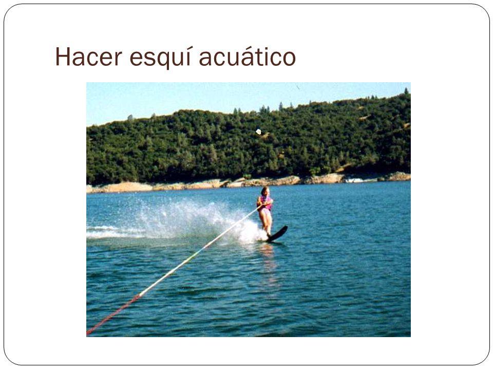 Hacer esquí acuático