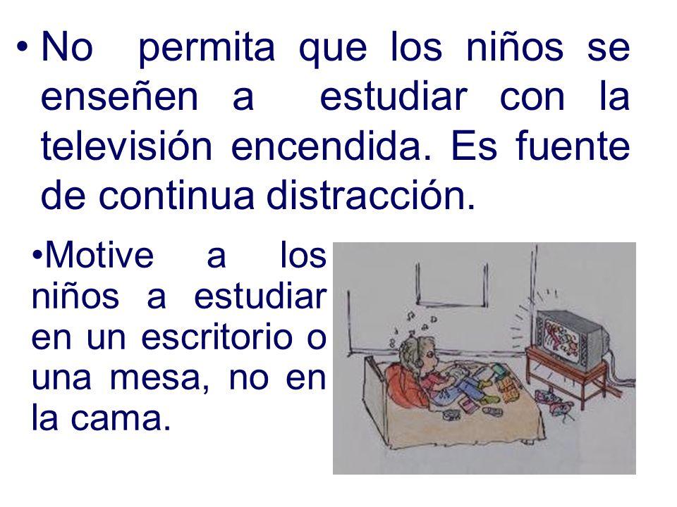No permita que los niños se enseñen a estudiar con la televisión encendida. Es fuente de continua distracción.