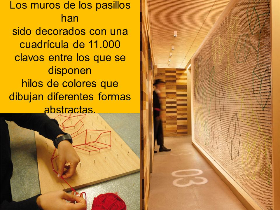 Los muros de los pasillos han sido decorados con una cuadrícula de 11