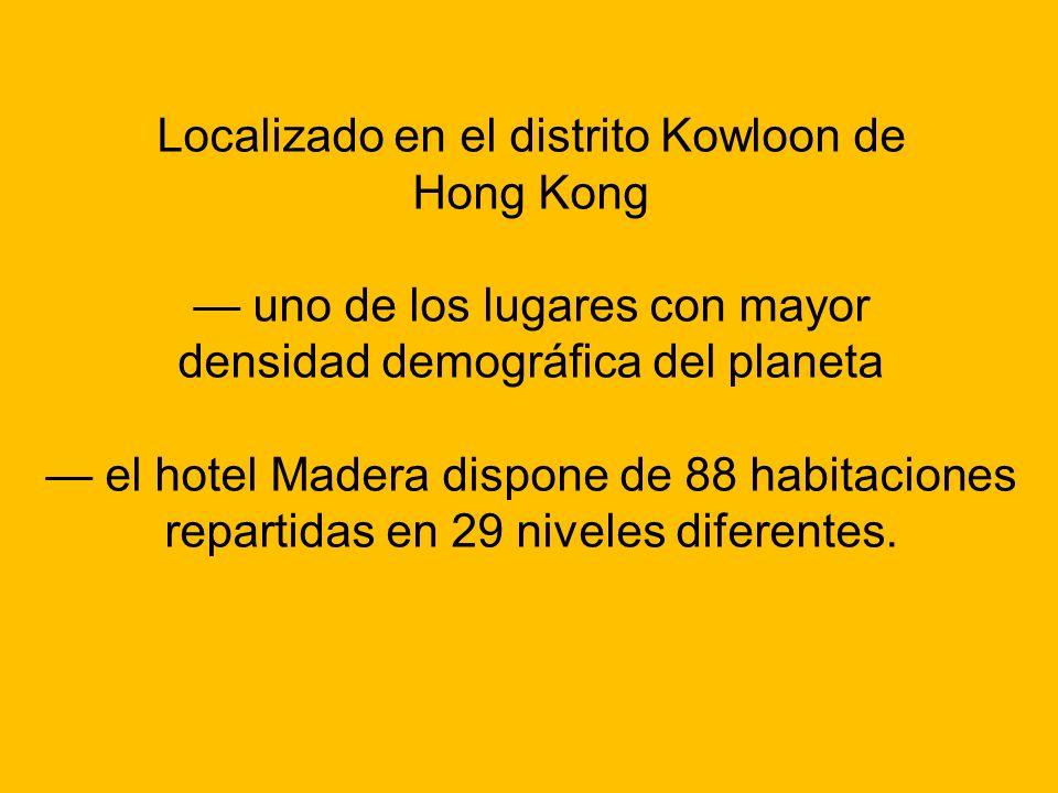 Localizado en el distrito Kowloon de Hong Kong — uno de los lugares con mayor densidad demográfica del planeta — el hotel Madera dispone de 88 habitaciones repartidas en 29 niveles diferentes.