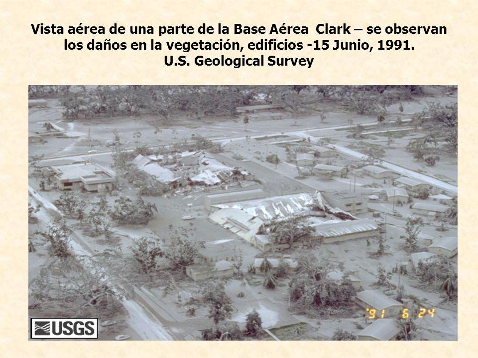 Vista aérea de una parte de la Base Aérea Clark – se observan los daños en la vegetación, edificios -15 Junio, 1991.
