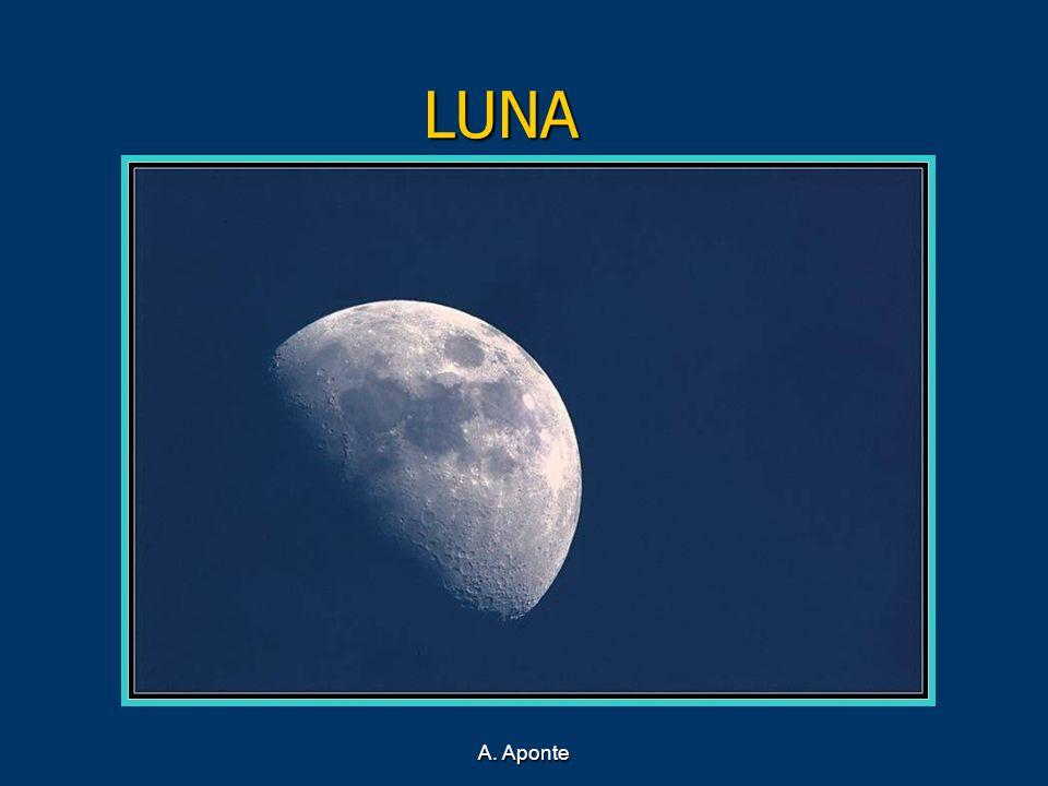 LUNA La luna de las hoces, azadas y aperos que se sacaban fuera para que la luz blanca los afilase.